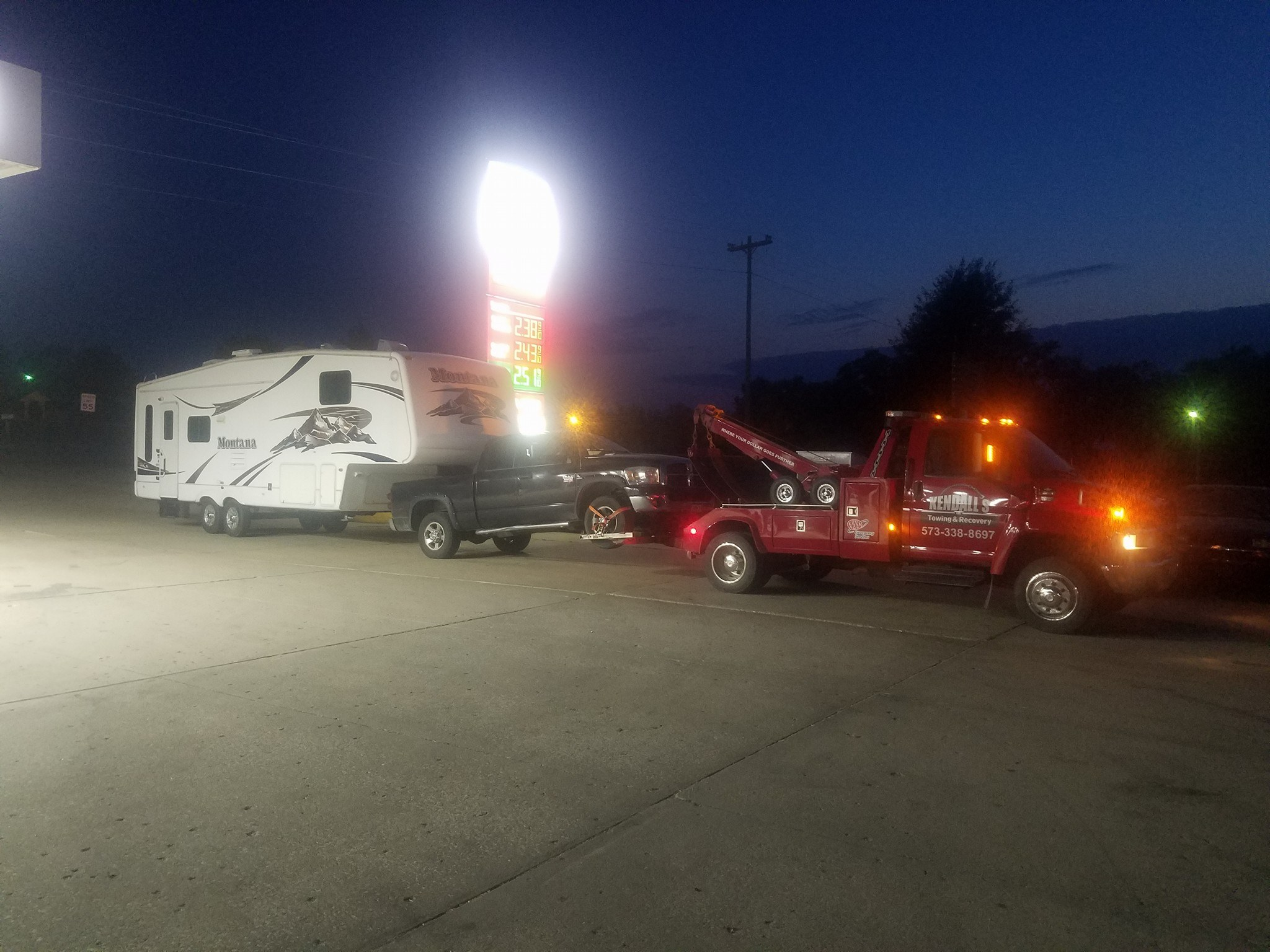 Towing being performed in Eldon, MO